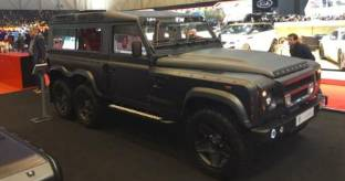 Land Rover Defender Flying Huntsman: off-road a 6 ruote