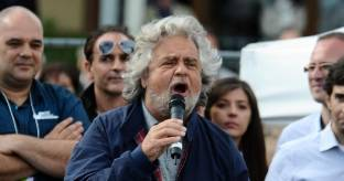 Proposta di legge del Pd anti-movimenti, rischia Grillo
