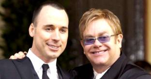 Men�, rose rosse, invitati vip: Elton John sposa David Furnish