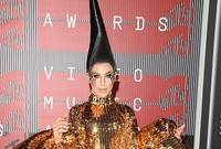 Ma cosa si sono messe in testa le star: i look pi� improbabili agli Mtv Awards