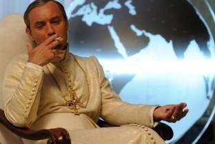 Jude papa scandaloso: l'omelia in The Young Pope � spiazzante